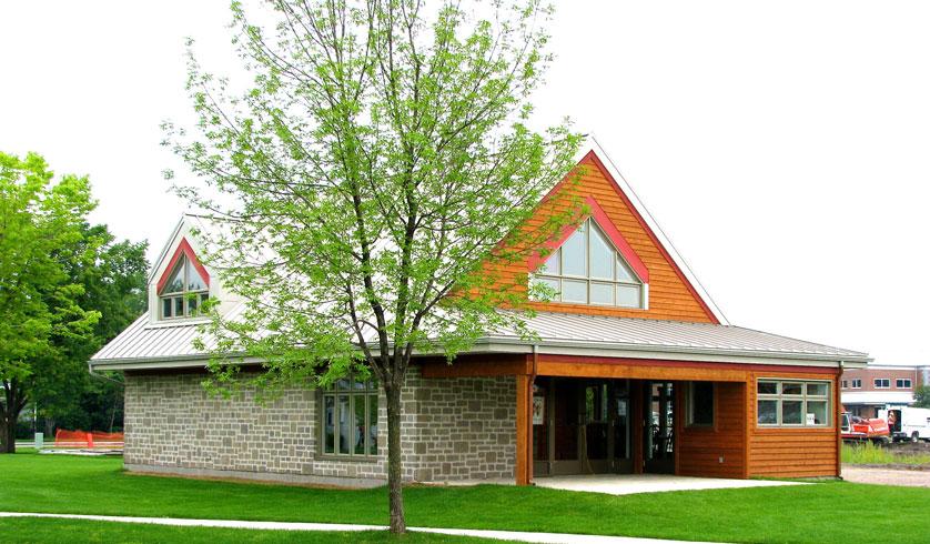 Maison st augustin st augustin maison de village avec for Garage boulanger saint augustin